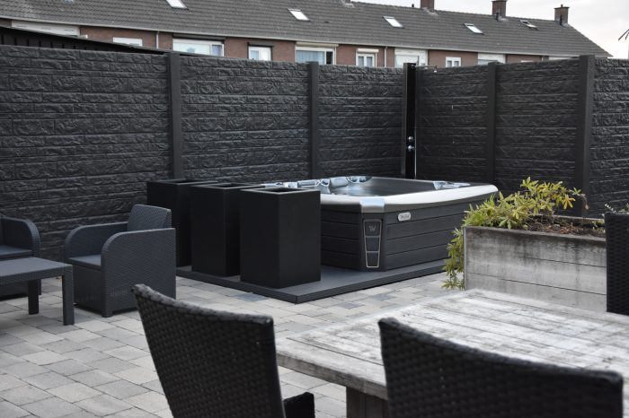 Wellis spa in de tuin