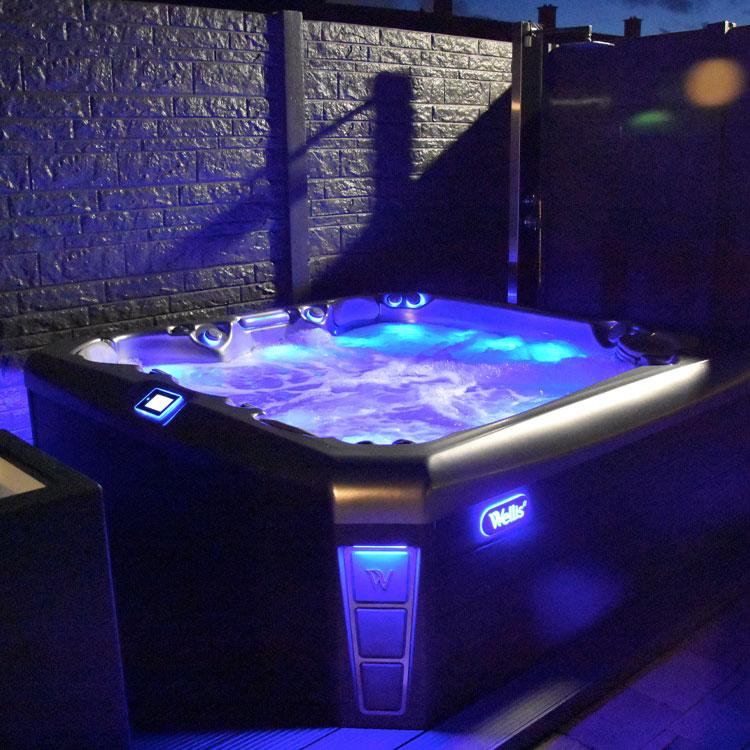 Wellis spa LED avond