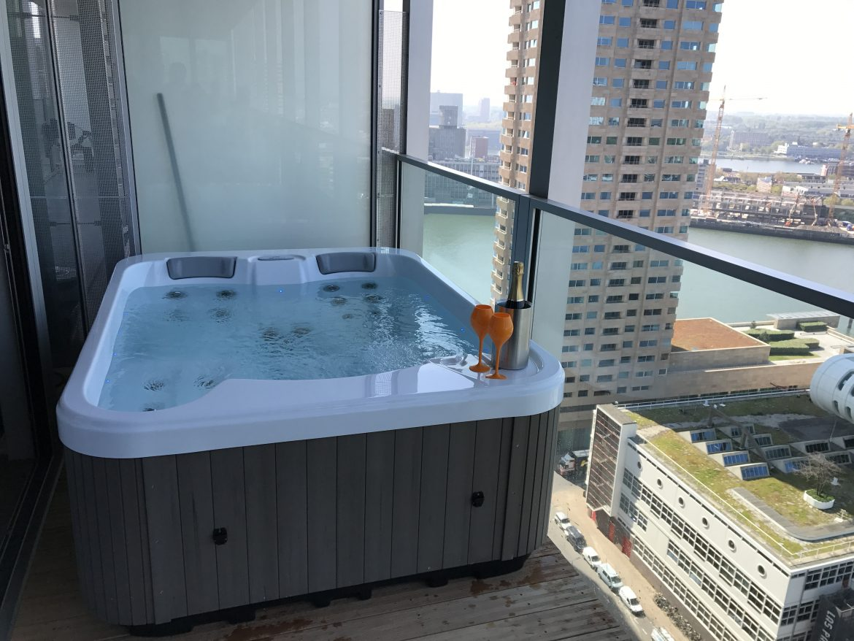 Jacuzzi op balkon